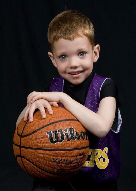 Basketball-Porträt-Posen   – Photography