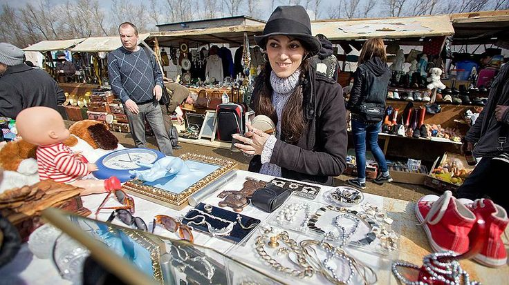 The Flea Market opens at the Museum of Moscow.You can find there antique items,handmade jewelry and art. The Museum is the oldest in the city.
