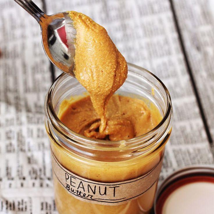Φτιαξτε φυστικοβουτυρο ευκολα και γρήγορα! Υλικά φιστίκια (Peanuts) Λίγο αλάτι Μελί σπορέλαιο Εκτέλεση Ψήνεται τα φιστίκια στο φούρνο και αμέσως μετά τα βάζετε στο μούλτι και αρχίζετε να τα αλέθετε . Ενδιάμεσα στο άλεσμα, προσθέτεται μέλι λάδι και αλάτι ανάλογα με τη μορφή που θέλετε να έχει και τη γεύση. Μπορείτε να γίνεται ακόμα πιο …