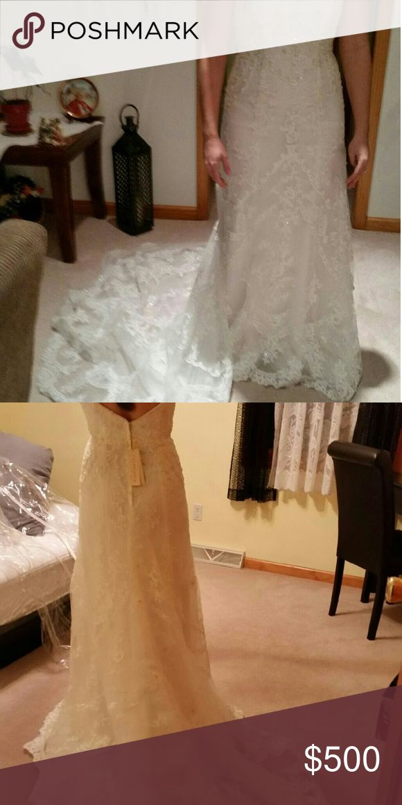 Gently used wedding dress. Gently used wedding dress. Size 8. Has cap sleeves that can be attached. casablanca Dresses Wedding