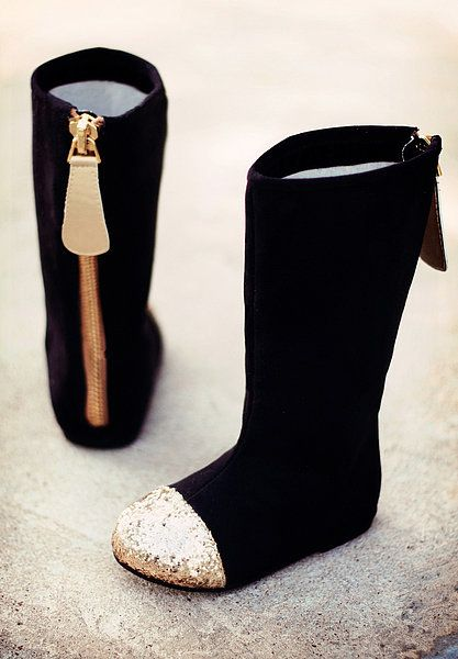 Joyfolie Chloe boots come in sizes for toddlers and little girls and come with a matching hair clip!