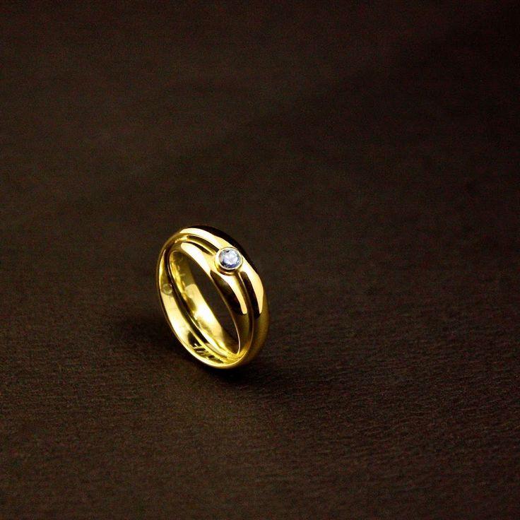 Het eindresultaat van een Gouden Damesring met Topaas, vervaardigd van 2x Trouwringen 
