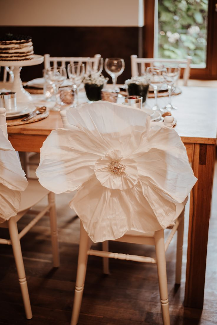 Schön Diese Filigrane Blüte Iste Ein Echter Eyecather Und Ist Entweder Direkt Am  Stuhl Einzusetzen Oder über