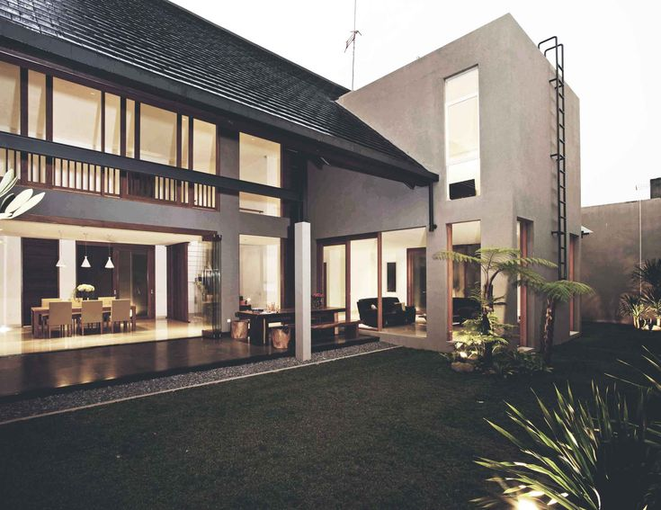 Project : Katjapiring House Image 5 Location : Bandung, Indonesia Site Area : 670 m2 Building Area : 550 m2 Design Phase : 2009 Construction Phase : 2009 - 2011 #architectindonesia #architecture #archdaily