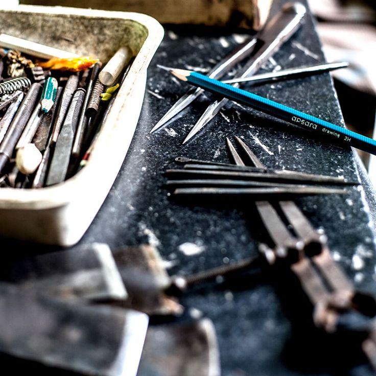Tools of the trade 👌 #ashblockprinting #australiantextiles #blockprinting #blockprinted #woodblockprinting #woodcarving #woodart #woodartisan #fabricprinting #blockprintingonfabric #textiledesign #textiles #woodblock #handmade #handprinted #zipperpouch #pattern #fabric #process #softfurnishing #handprintedinaustralia #toolsofthetrade