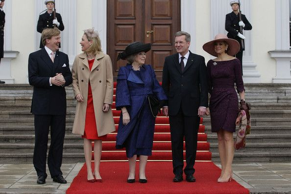 Princess Maxima Photos Photos - (L-R) Prince Willem-Alexander of the Netherlands, German First Lady Bettina Wulff, Queen Beatrix of the Netherlands, German President Christian Wulff and Princess Maxima of the Netherlands arrive at Bellevue Presidential Palace on April 12, 2011 in Berlin, Germany. The Dutch royals are on a four-day visit to Germany that includes stops in Berlin, Dresden and Duesseldorf. - HRH Queen Beatrix Of The Netherlands And Crown Prince Couple Willem Alexander And Maxima…