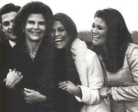 Sweden's Royal Family laughing... Love it! (Prince Carl Phillip, Queen Silvia, Princess Madeleine and Crown Princess Victoria)