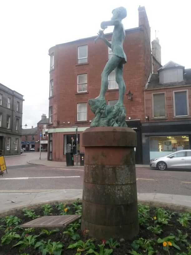 Peter Pan statue in Kirriemuir