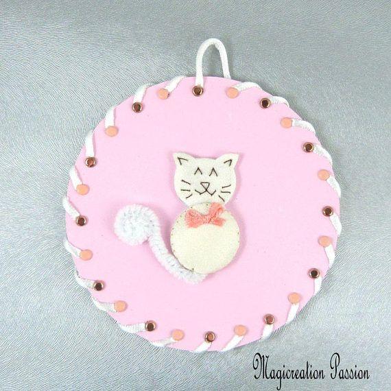 tableau chat 3D soie blanche fond rose sur CD recyclé - chambre enfant, bébé, fille - décoration