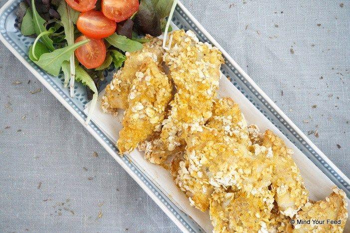 Hou je van visnuggets, of bijvoorbeeld kibbeling, dan moet je zeker eens aan de slag gaan met dit recept. Ik gebruikte havermout voor een crunchy laagje!