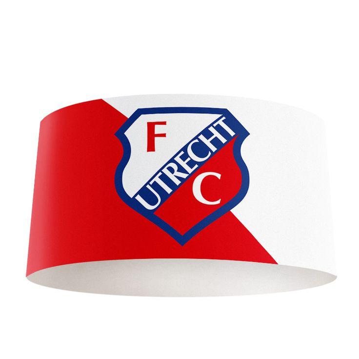 Lampenkap FC Utrecht | Bestel lampenkappen voorzien van digitale print op hoogwaardige kunststof vandaag nog bij YouPri. Verkrijgbaar in verschillende maten en geschikt voor diverse ruimtes. Te bestellen met een eigen afbeelding of een print uit onze collectie.  #lampenkap #lampenkappen #lamp #interieur #interieurdesign #woonruimte #slaapkamer #maken #pimpen #diy #modern #bekleden #design #foto #fcutrecht #utrecht #voetbal #club #logo #embleem #rood #supporter #sport #jongenskamer