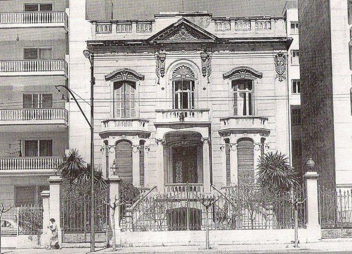 Οικία Βόγλη. Βασιλίσσης Σοφίας 35. Χτίστηκε το 1900 βάσει σχεδίων του αρχιτέκτονα Αναστασίου Χέλμη. Κατεδαφίστηκε το 1968.