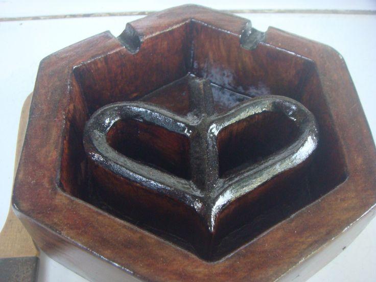 Asbak kayu model Logo Vespa Waruh Tampak bagian atas