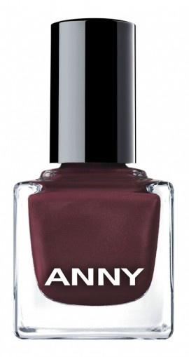 Tragen Sie zunächst einen Unterlack auf die fett- und staubfreien Nägel auf und lassen Sie ihn trocknen. Dann den farbigen Lack von ANNY in zwei dünnen Schichten auftragen und zum Abschluss einen Überlack verwenden.