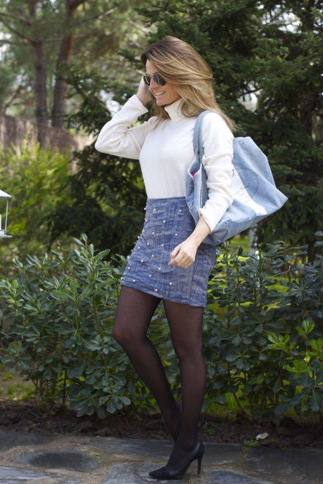 Fashion and Style Blog / Blog de Moda . Post: A Denim miniskirt and Ray-Ban Sunglasses  / Minifalda Denim y gafas de sol Ray-Ban  .More pictures on/ Más fotos en : http://www.ohmylooks.com .Llevo/I wear : Jersey : Sfera  ; Sunglasses / Gafas de sol : Ray-Ban  ; Bag / Bolso : Samantha Thavasa