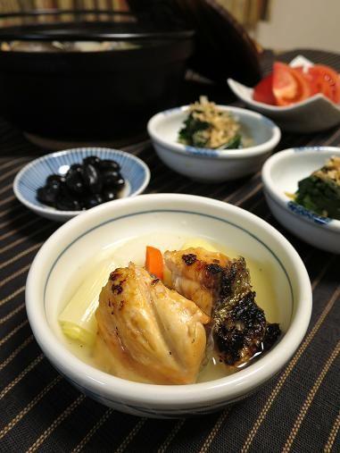 毎年1月と2月には特に大事なオットの仕事があります。 その前日には体の芯まで温まる、新巻鮭の旨みたっぷりの三平汁を食べるのが真冬の恒例♪ 真冬のココ一番!って時に頼もしい一品です~。  <新巻鮭の三平汁・ほうれん草のおひたし・黒豆のブランデー漬け・トマト>            ...