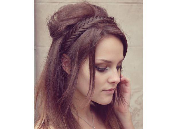 Corona de trenza para el peinado de novia en media cola / peinado de novia