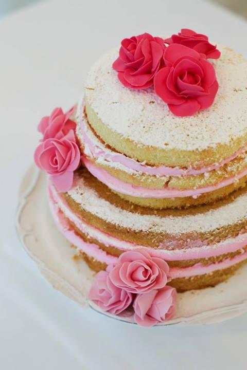 Bolo aberto/desconstruído nos tons de rosa- Naked wedding cake  https://www.facebook.com/docemaosdefada #cake #wedding #bolo #casamento #doces #nakedcake #tendencia #festa #chadepanela #boloaberto #recife
