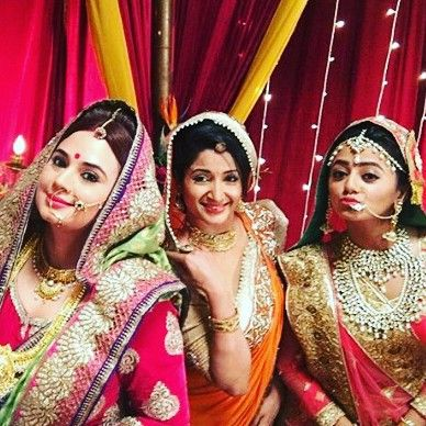 ◾Daily updates for Swaragini ◾Mon - Fri 9:30PM (IST) 9:00PM (UK) on Colors TV ◾Followed by Helly Shah & other cast members