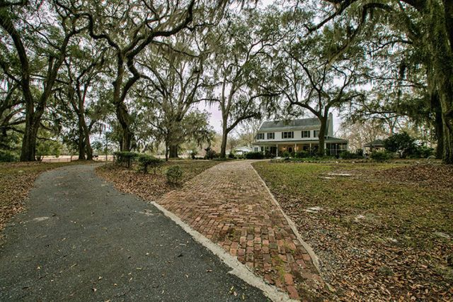 This stunning southern plantation for sale is full of for Old plantation homes for sale cheap