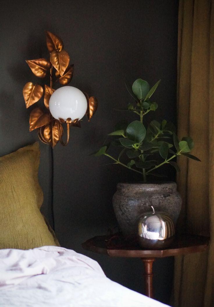 Isabelle McAllister bedroom ochre golden lamp, green room, Apple, green Wall, lady jotun, himla, green color, bedroom plant