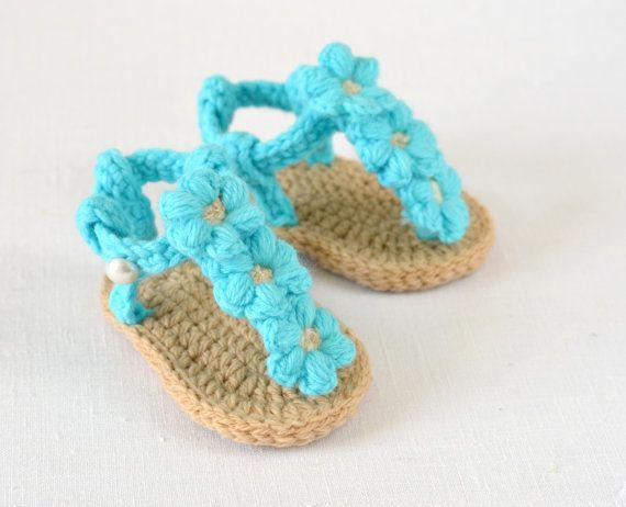 CROCHET PATTERN Baby Sandals with Little Puff por matildasmeadow