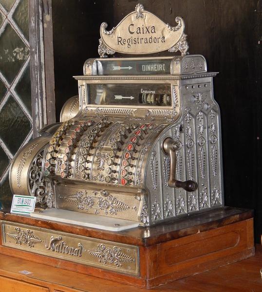 Antiga Caixa Registradora National .Medidas : 68 x 61 x..