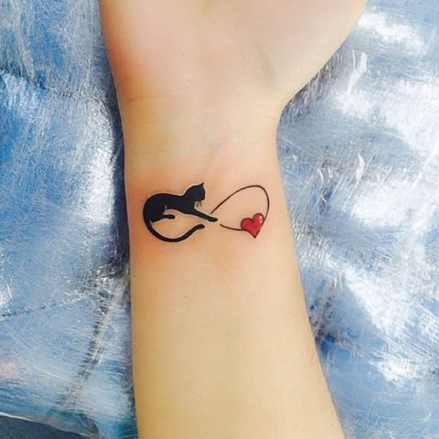 #tattoo #black #cat #infinite #heart #lovecats #arm #girlwithtattoos #tattooedgirl #tatuagem #tatuagempreta #infinito #gato #coração  #amogatos #garotatatuada #mulhertatuada #elvirabono