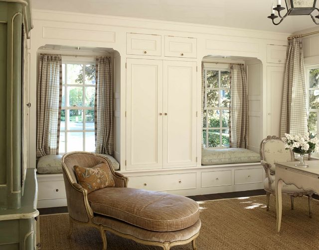 Who wouldnt love this closet? Atrium White by Benjamin Moore