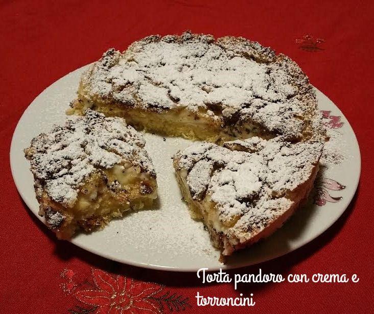 Torta+pandoro+con+crema+e+torroncini