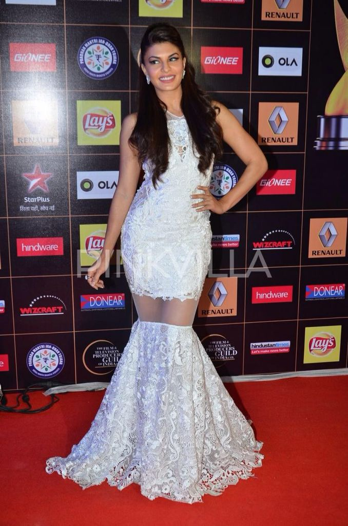 Jacqueline Fernandez attended the Star Guild Awards 2015. The lovely actress also shook a leg for her popular numbers. Jacqueline received much appreciation in the Salman Khan movie 'Kick'. She is now busy with her movie 'Roy' opposite Arjun Rampal and Ranbir Kapoor.
