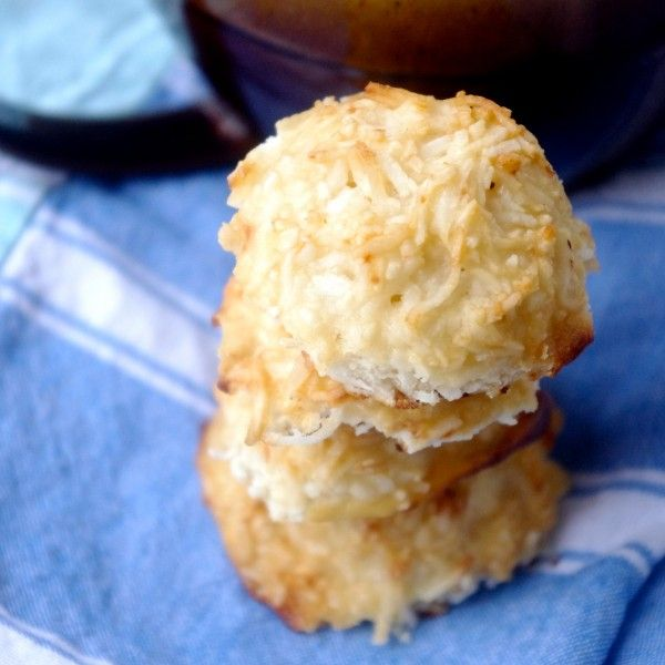 GF Protein-Packed Vanilla Coconut Macaroons (dairy free option!) via Nutritionist in the Kitch