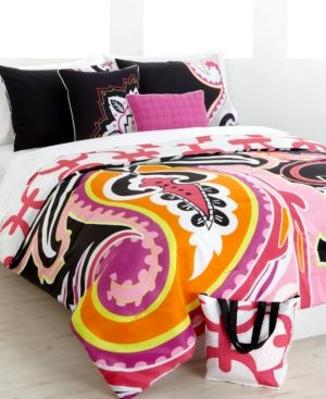 Love this XL twin bedding for a girls college dorm!