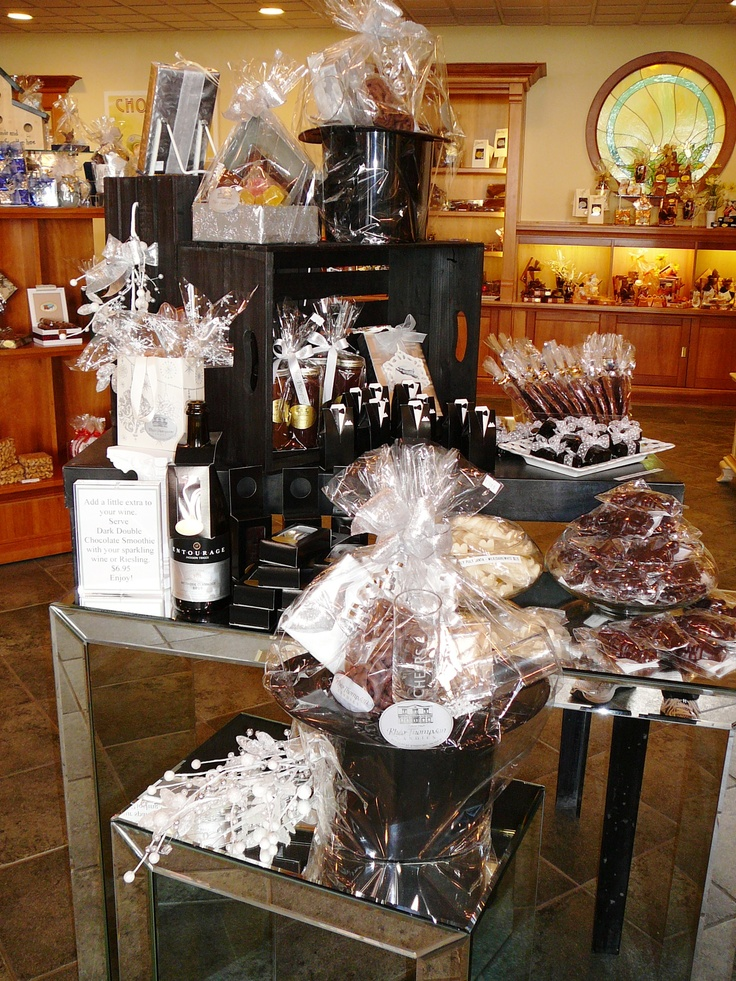 Whether it's a formal event or a casual get-together, Rhéo Thompson Candies can accomodate!