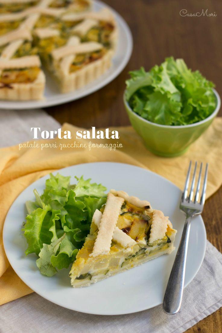 La torta salata di patate, porri, zucchine e formaggio è un piatto unico formato da un guscio di friabile e burrosa pasta brisée ripiena di un misto di patate, porri e zucchine diviso a metà da uno strato cremoso formaggio.
