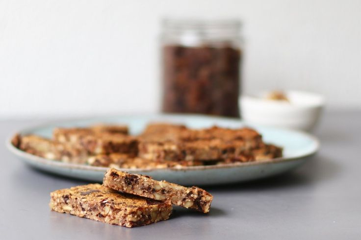 De inspiratie voor deze heerlijke chocolade noten repen komt van de winactie van Bio Today die ik twee weken geleden postte op mijn Facebookpagina. In het filmpje maakte Jet super makkelijke en gezonde repen van noten en die zagen er zó lekker uit dat ik meteen aan de slag ging....