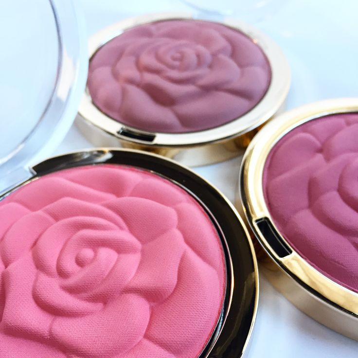 Love these Milani Matte Rose Powder blushes! Gorgeous in the compact and even prettier on cheeks, this petal soft, natural-finish powder shapes, contours and highlights!