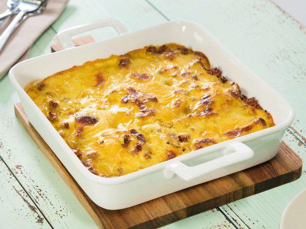 Kartoffelauflauf mit Hackfleisch und Curry-Käsesoße Rezept | LECKER