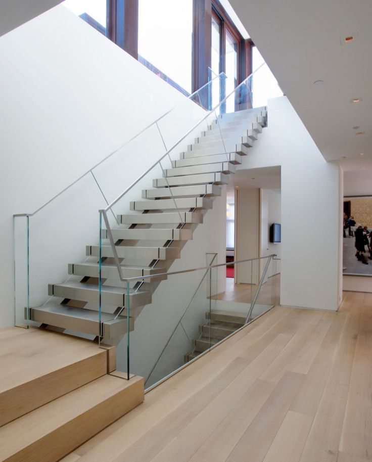 Frameless glass balustrade with low profile top rail