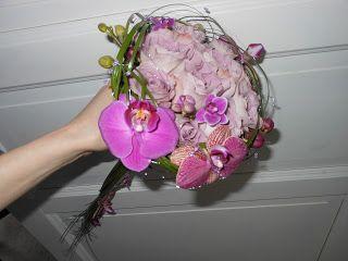 Brudebukett med roser, orkide og strå