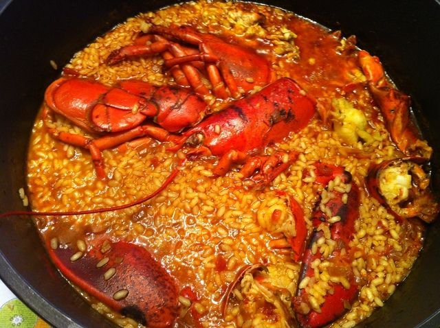 Arroz con bogavante meloso. ver receta: http://www.mis-recetas.org/recetas/show/44975-arroz-con-bogavante-meloso