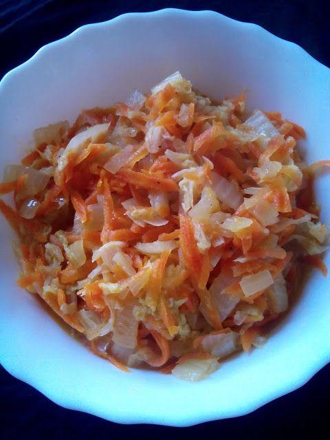 magiczna kuchnia Kasi: Kapusta pekińska z marchewką na ciepło