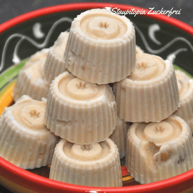 Der Mini Low Carb Frozen Joghurt aus nur 2 Zutaten ist der perfekte Snack für warme Sommertage. Schnell, einfach und so lecker! Ausprobieren ist ein Muss!