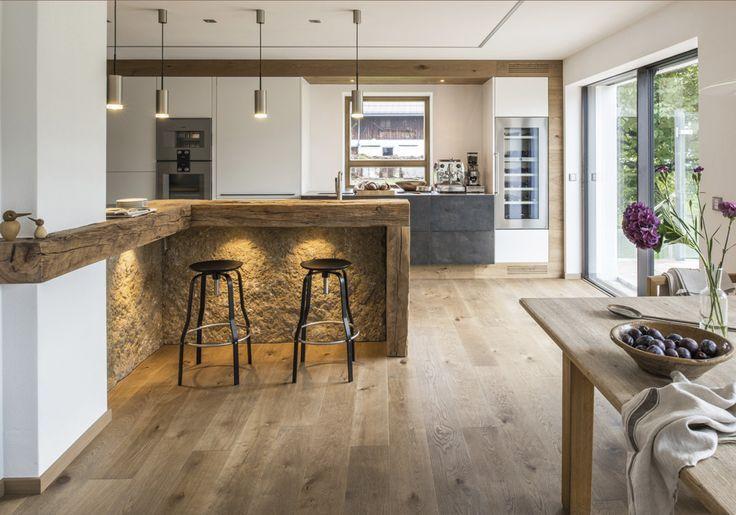 Steinkruste & Altholz Einzigartige Küchen & konzeptionelle Planung – wir hauchen dem Herz Ihres Zuhauses Leben ein. Mit Liebe zum Detail und der Verwendung von erlesenen Materialien ist jede Küche ein Unikat mit modernsten Anspruch