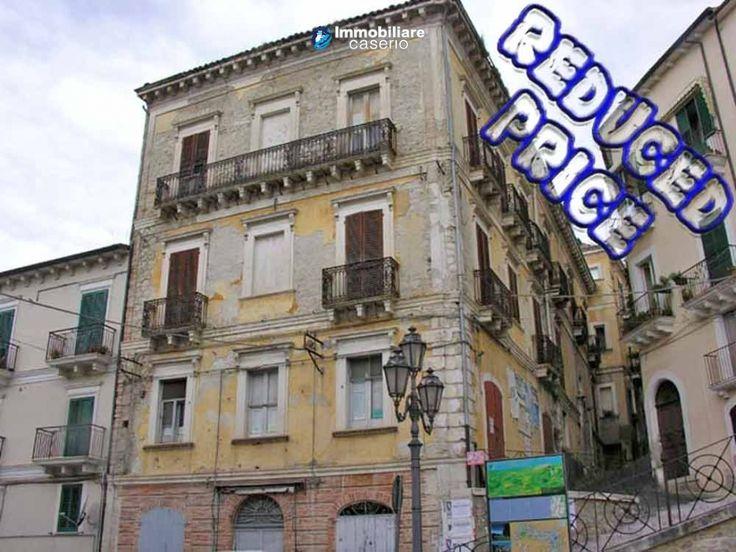 Historical palace for sale exceptional price in Casoli, Abruzzo http://immobiliarecaserio.com/Historical_palace_for_sale_exceptional_price_in_Casoli_Abruzzo_64.html