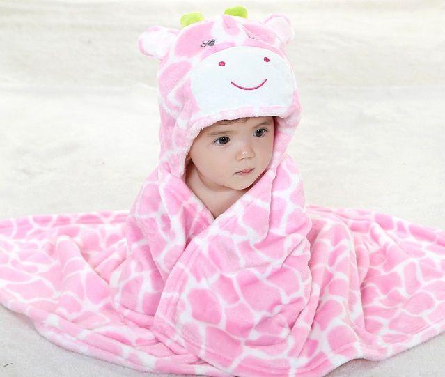 Copertina con cappuccio per neonato, tante idee per un regalo fai da te [FOTO]