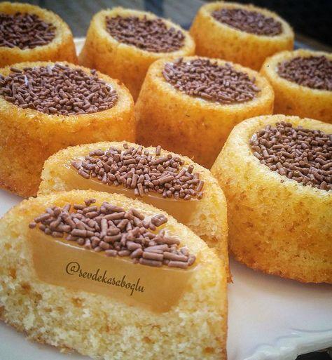 """Minik kekler     1,137 Beğenme, 92 Yorum - Instagram'da Sevde Tatlıbal Kasaboglu (@sevdekasaboglu): """"Uzun süredir istediğim kalıba kavuştum.Ilk denememde bile harika oldu.Ortasının çukur olması ile…"""""""