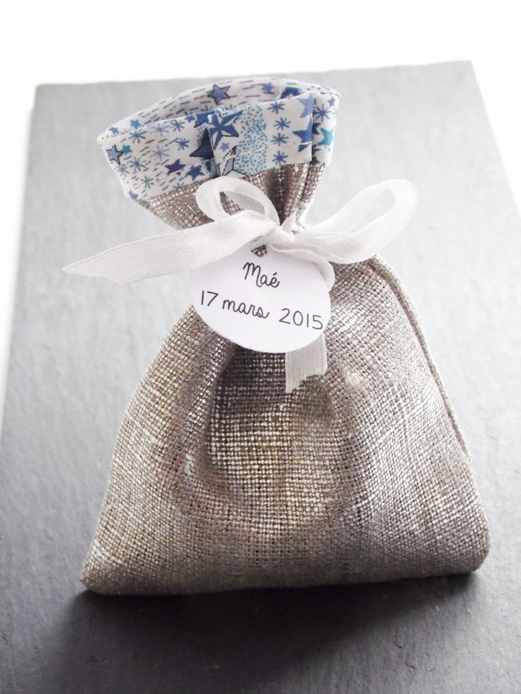 Pochon pour dragées lin argenté et liberty étoiles bleues - Pochon dragées pour baptême , communion, mariage : Autres bébé par nessygan