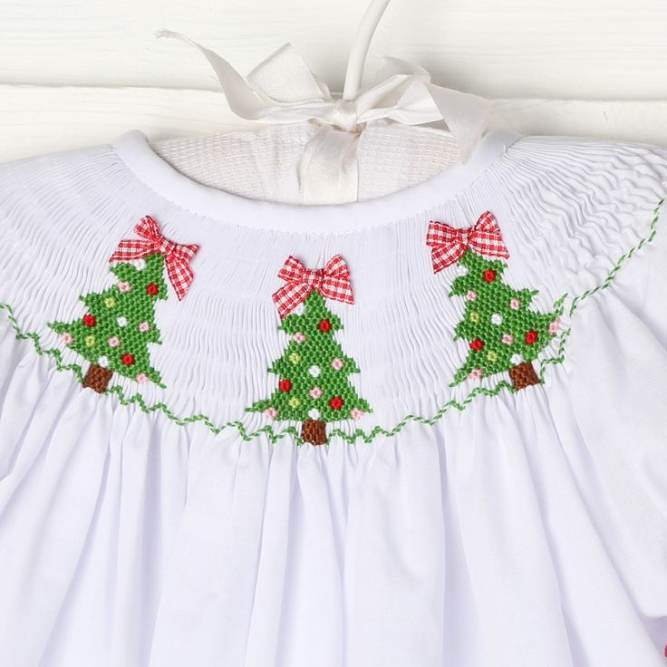 Christmas Tree Smocked Bishop White - New Smocked Auctions