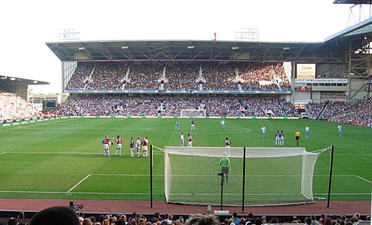 Upton Park. West Ham vs. Aston Villa 1-1 (10.9.2006). Premier League.  Carlos Tevez's debut in the Premier League.